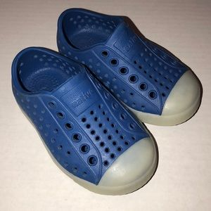 Glow in the Dark Blue Natives Size 5